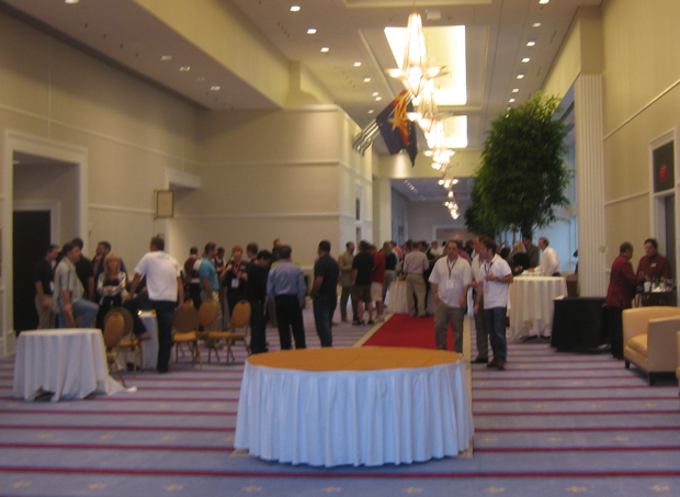 hosting-con-2009-in-the-lobby-during-launch-break