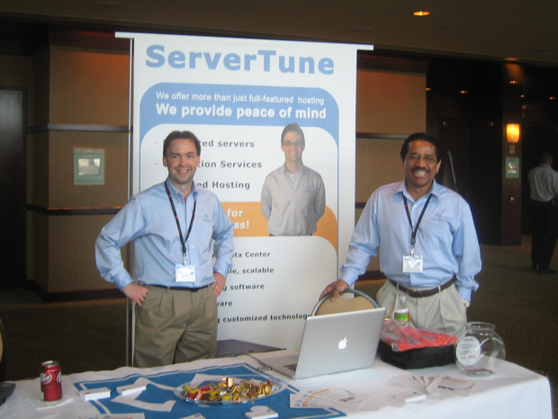 servertune-booth-cpanel-conference